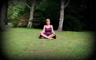 Zomerse Kundalini Yoga in het park.